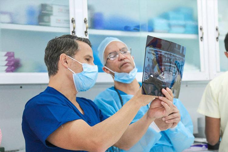May-2016 Dental Implant Seminar - Live Patient Program